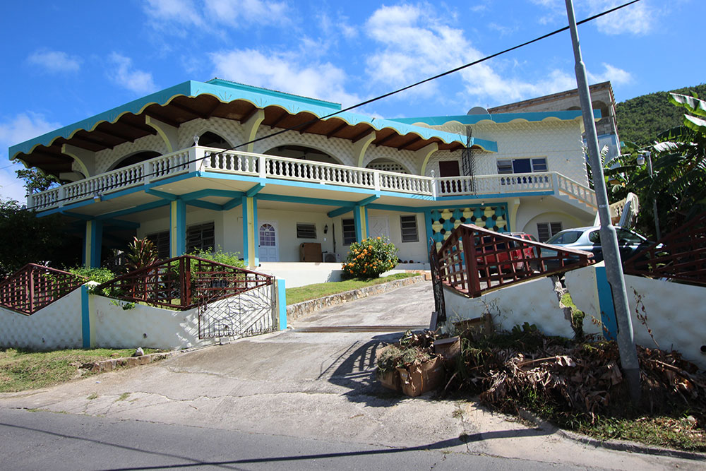 Saunders Luxery Income Villa With Apartments Island Dreams Realty